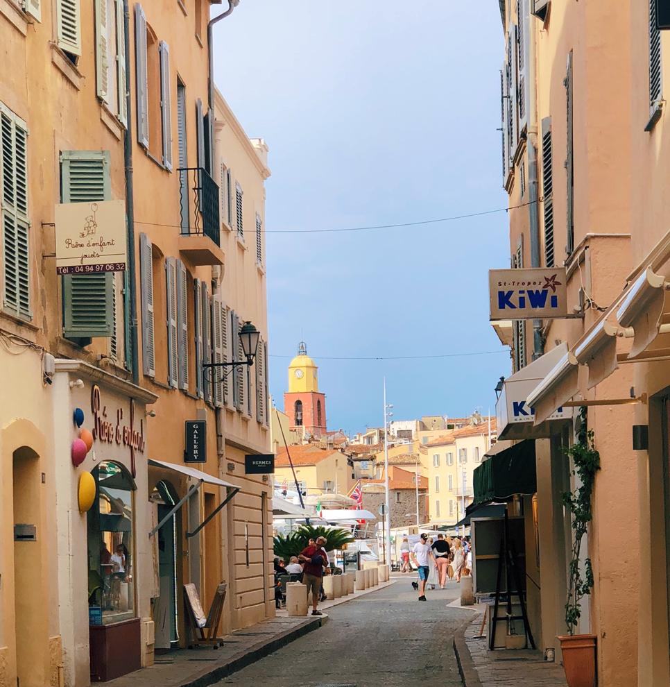 Summer in France Saint Tropez Straße zum Hafen